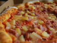 Pizza med ananas, foto. Hungry